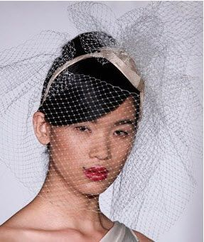 Amsale: Briedal hat with netting