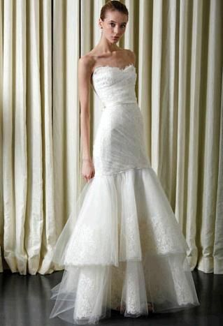 Beautiful Monique Lhuillier ivory wedding dress sweetheart neckline in lace