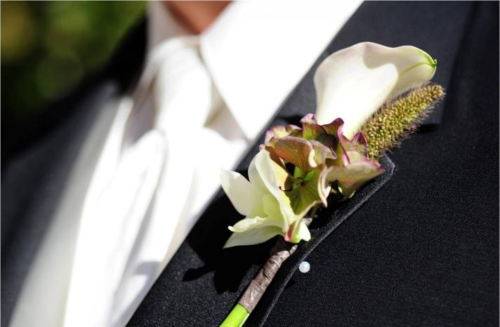 north-carolina-groom-classic-black-tux-white-tie-unique-boutinierre