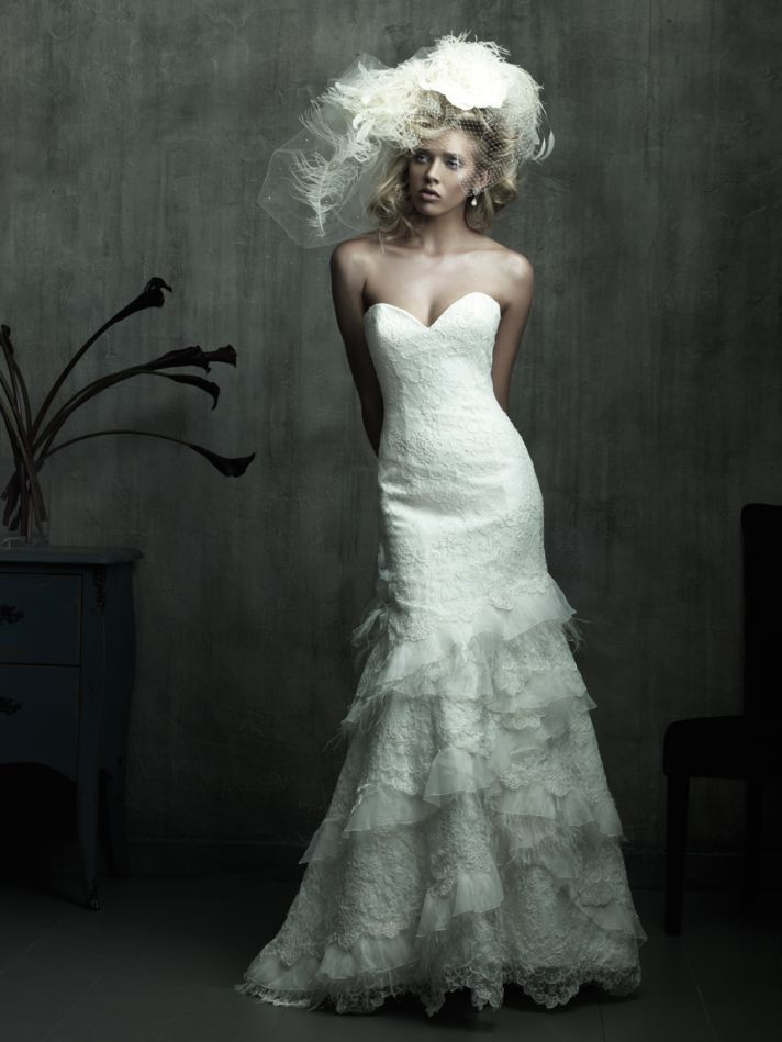 Stunning lace mermaid 2011 wedding dress with sweetheart neckline
