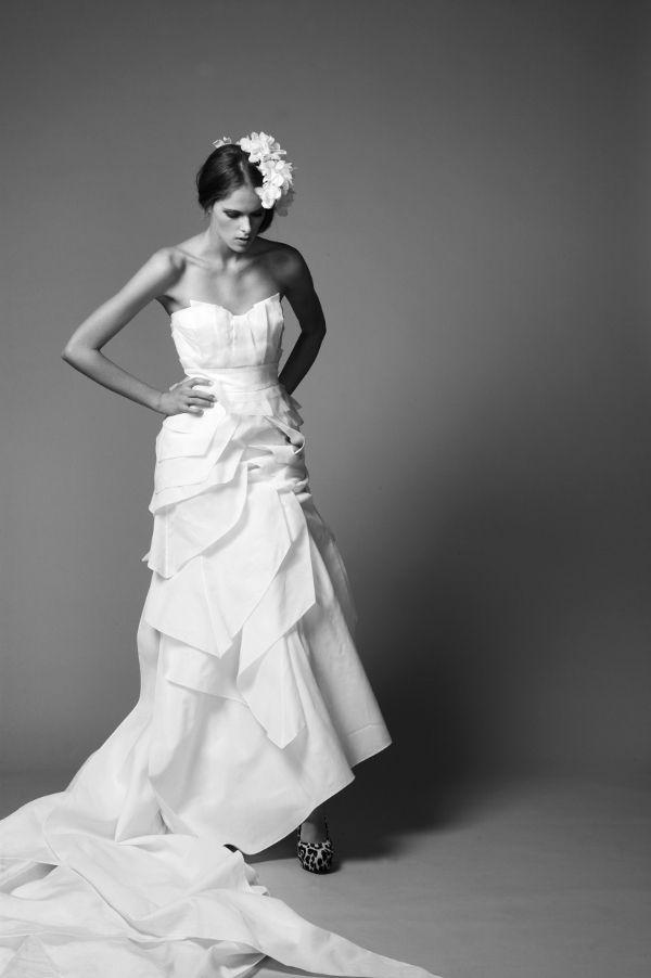 Textured white sweetheart neckline 2011 wedding dress