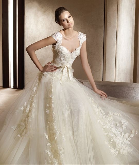Aire Barcelona wedding dress featuring lace cap sleeves