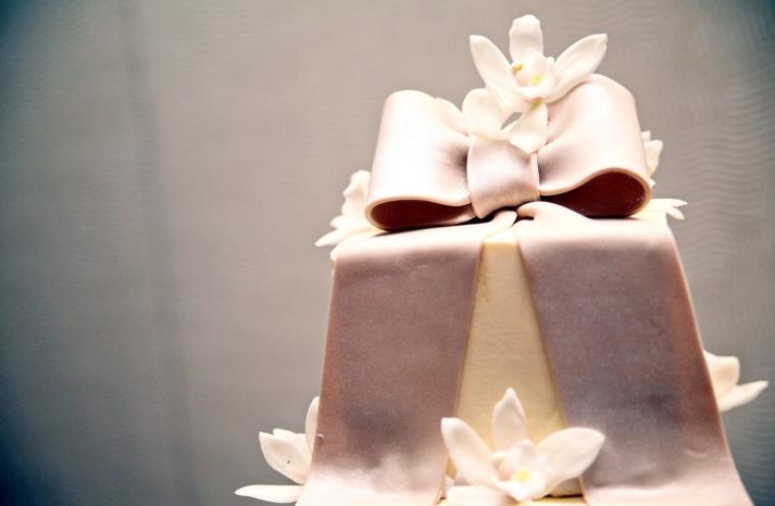 elegant-wedding-cake-ivory-fondant-orchid-wedding-flowers