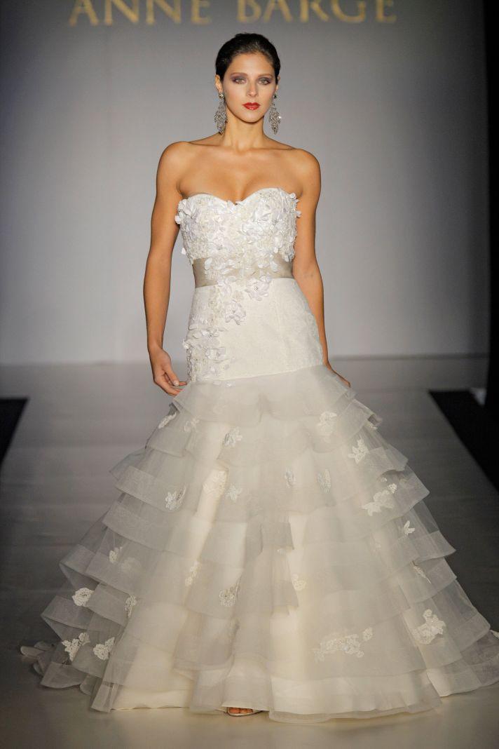 Drop-waist sweetheart neckline embellished bridal gown with ruffle tiered mermaid wedding dress skir