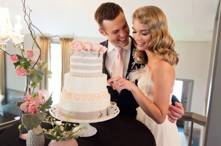 4 simple ways to save big on wedding cake