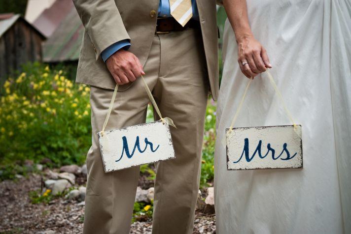 DIY wedding signs for outdoor summer wedding