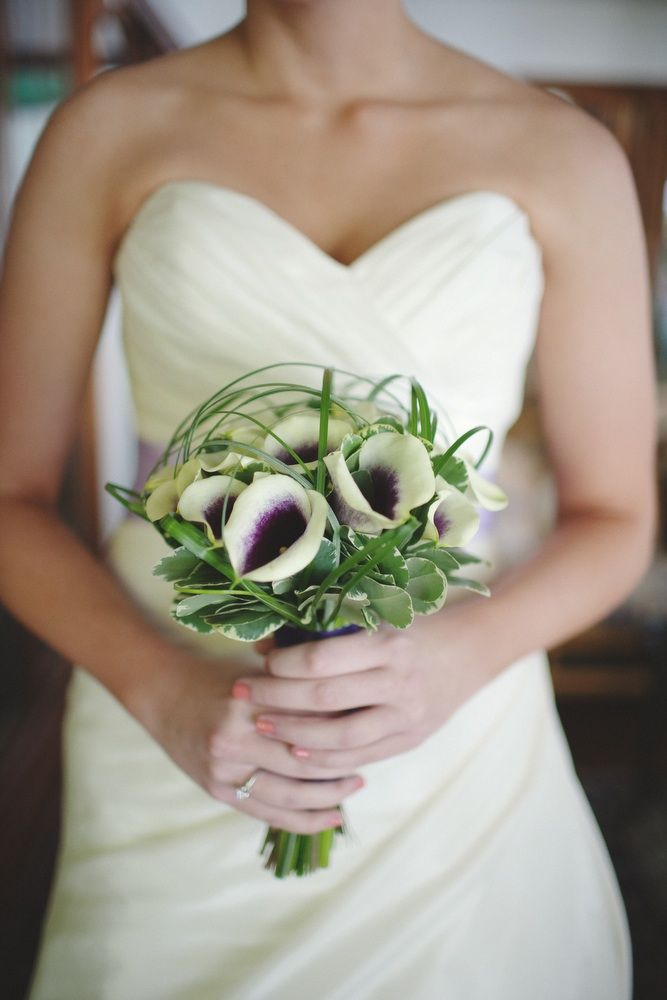 Images Of Simple Wedding Bouquets : Summer wedding in virginia megan and ryan onewed