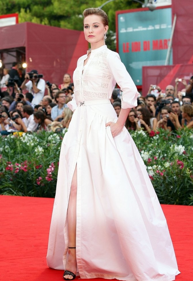 Red carpet gown inspired by Kate Middleton's Alexander McQueen wedding dress
