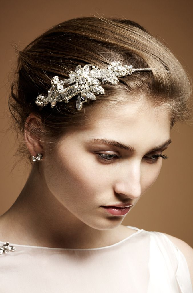 Vintage-inspired bridal barette in wedding hairstyle