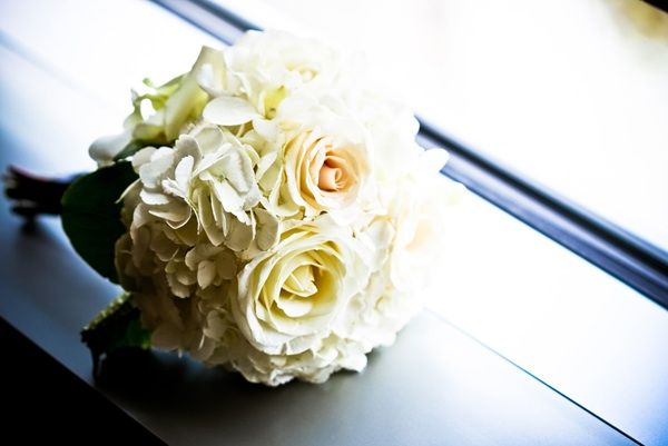 Elegant ivory bridal bouquet
