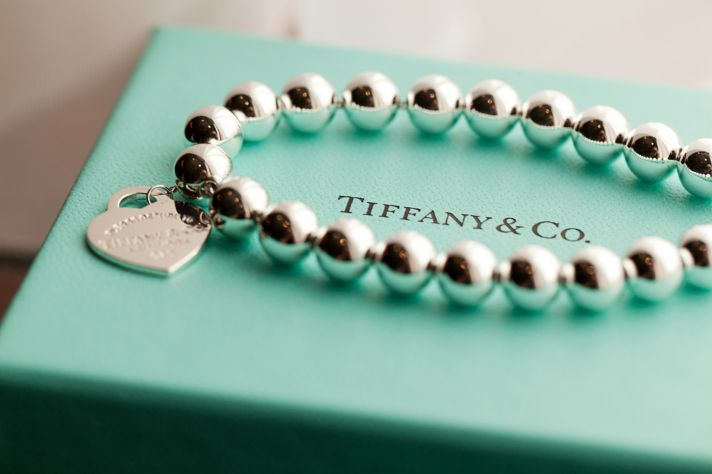Bride wears Tiffany 39s bridal bracelet Vibrant real wedding by Spencer