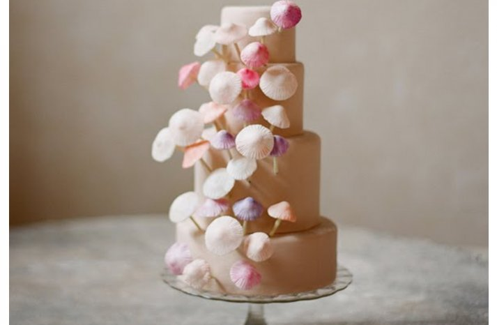 Pink-shell-wedding-cake