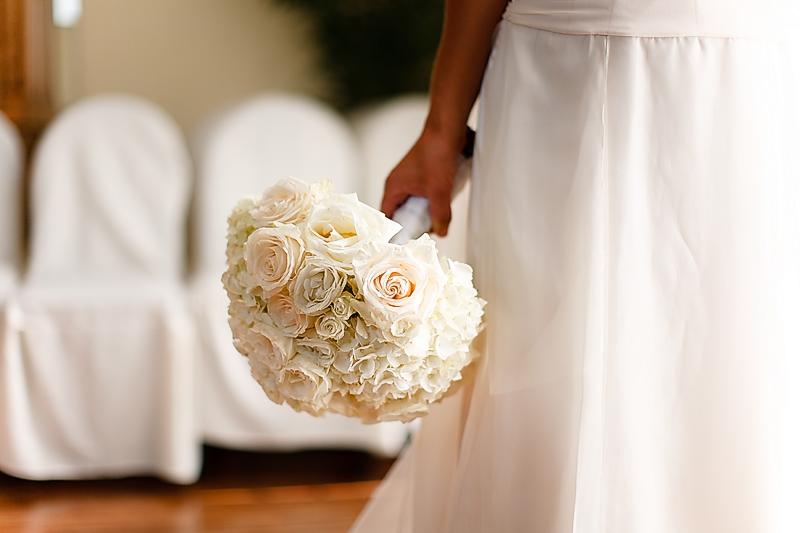 monochromatic bridal bouquets ivory Credit Jeret Slack Photography