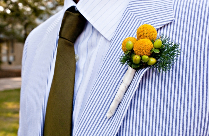 groom wears seersucker suit yellow bout