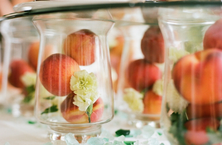 unique wedding centerpieces hurricane vases filled with peaches