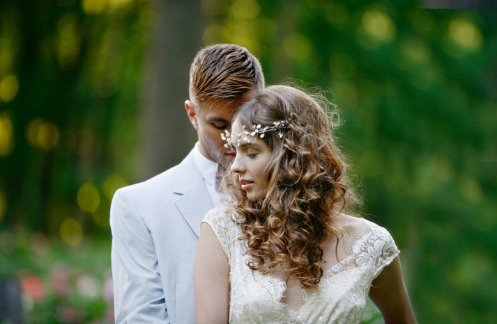romantic spring wedding outdoor venue all down wedding hairstyle