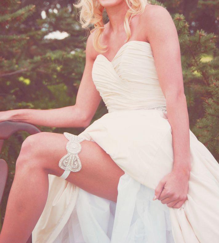 beaded bridal garter bow design