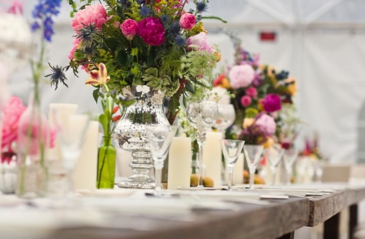 wedding flower centerpieces reception tablescape romantic real wedding metallic touches