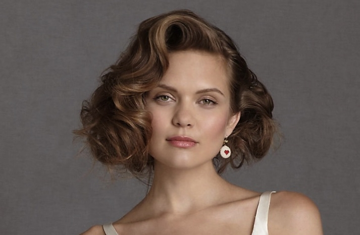 Wavy-wedding-hairstyle-for-short-hair-brides