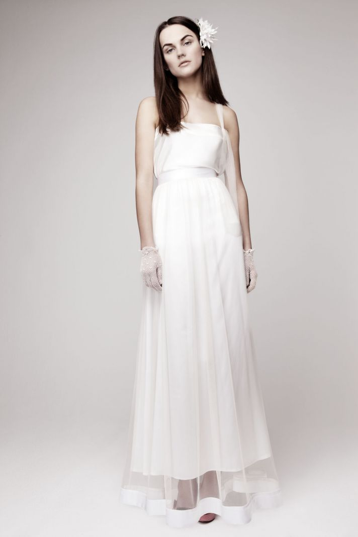 simple wedding dress for vintage or modern brides 5