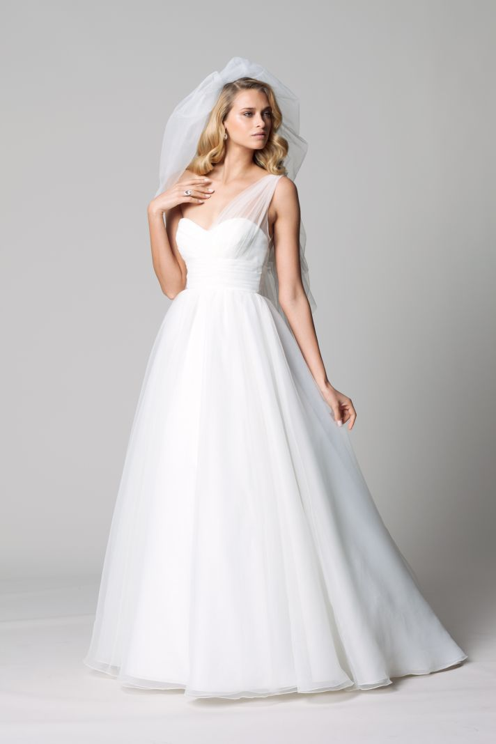 Easy on the budget easy on the eyes wtoo wedding dresses for Wedding dresses that are white