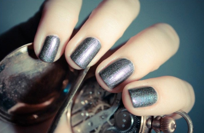 unique wedding nail art bridal beauty details shimmer gray