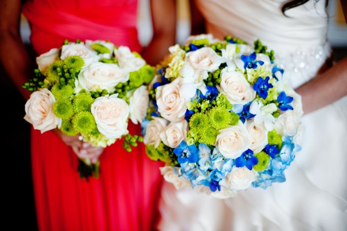 elegant real wedding with simple DIY details bridal bridesmaid bouquets