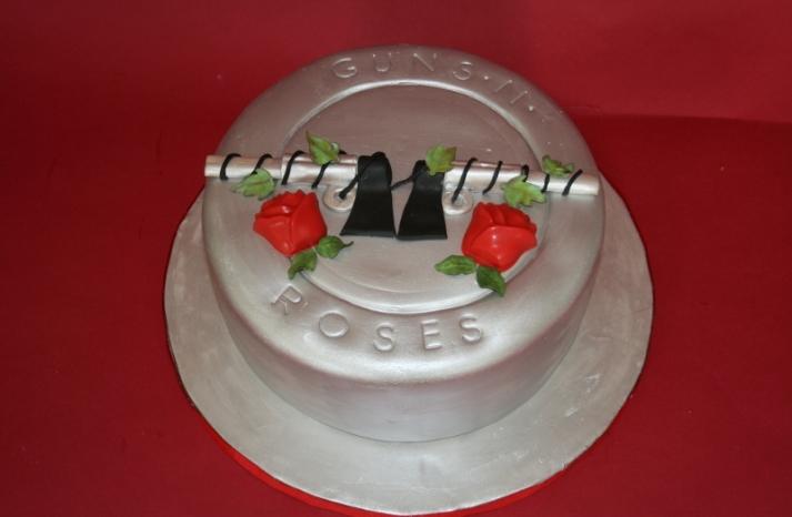 fun wedding cake ideas grooms cakes guns and roses