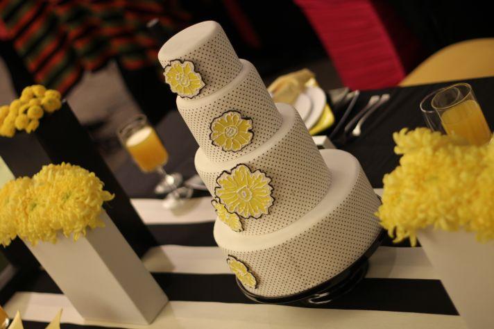creative wedding themes inspired by art Roy Lichtenstein retro weddings cake