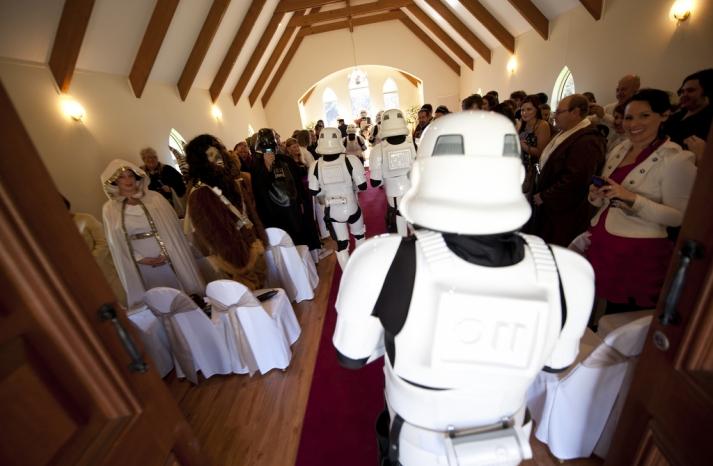 Halloween wedding inspiration Best costumed couples Star Wars 2