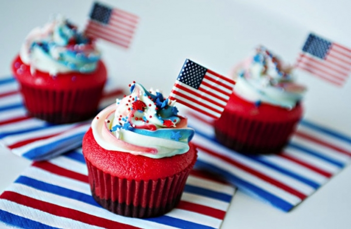 Election Day Inspiration for Patriotic Nearlyweds wedding cupcakes