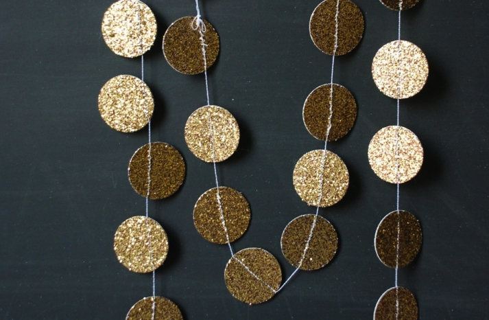 Glittery Gold Wedding Finds for Glam Handmade Weddings garland