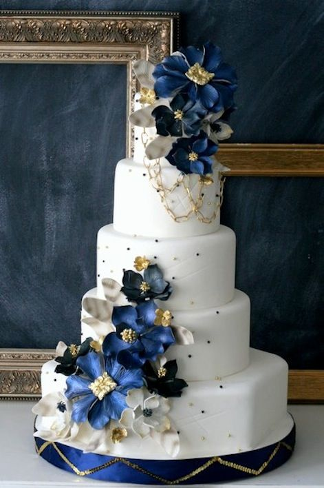 25 Delightful Wedding Cakes With Cascading Florals