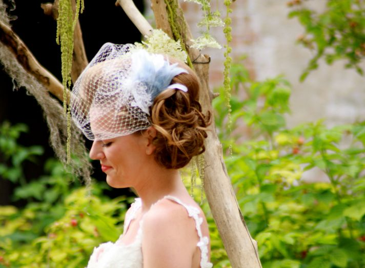 Classic Birdcage Bridal Veil with Blue Feathers