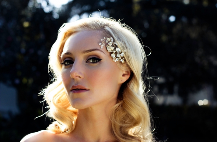 Gold and crystal wedding hair comb retro waves