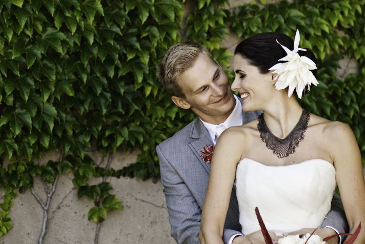 bride and groom portrait outdoors in milwaukee