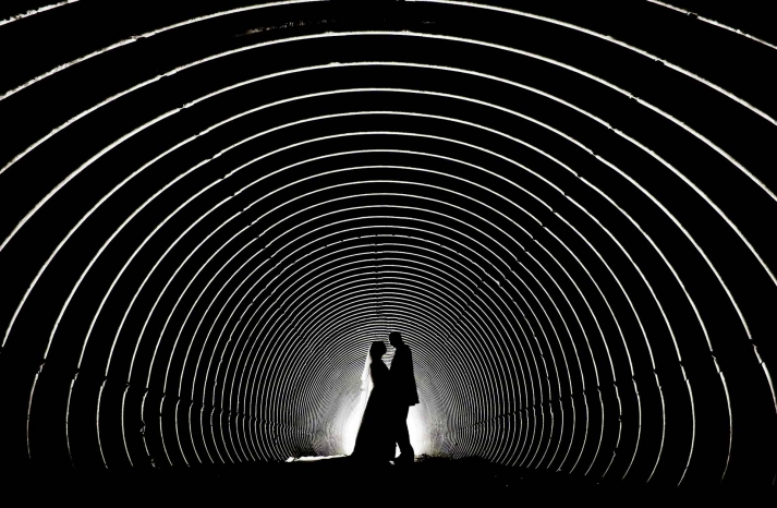 Artistic wedding photography tunnel vision