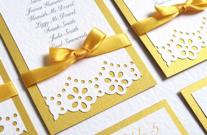 lace and daisy wedding table cards