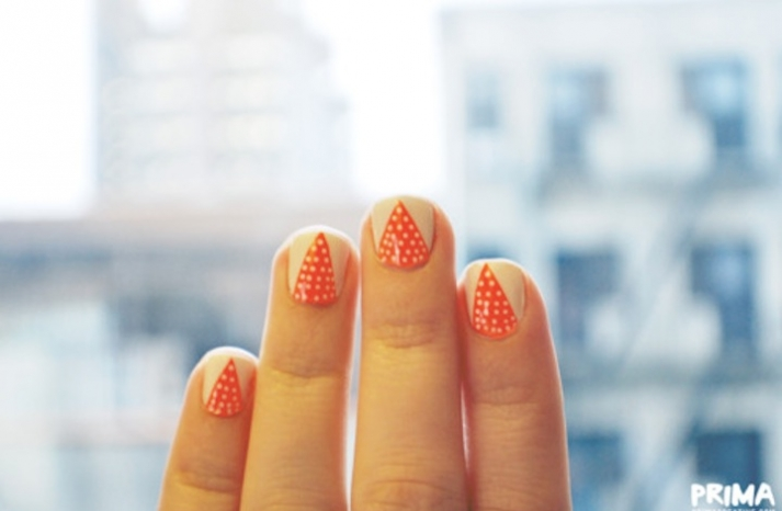 Unique wedding nails coral beige with dots