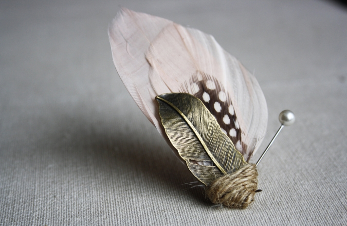 Elegant feather boutonniere for grooms