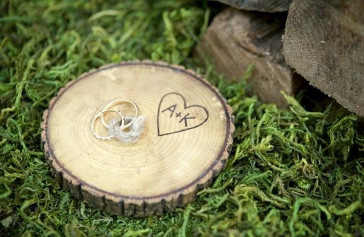 Simple wedding DIYs to try wood ring bearer disc