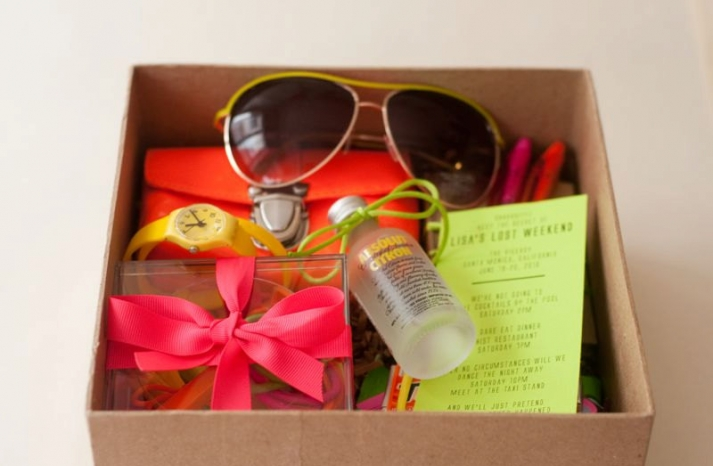 Neon wedding gift box for summer