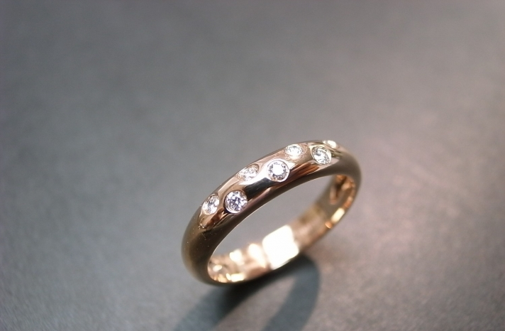 rose gold wedding band with floatinf diamonds
