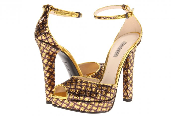 Glamorous gold wedding shoes Bottega Veneta 2