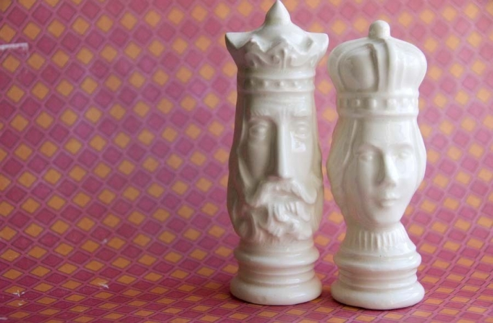 King and queen chess inspired wedding cake toppers