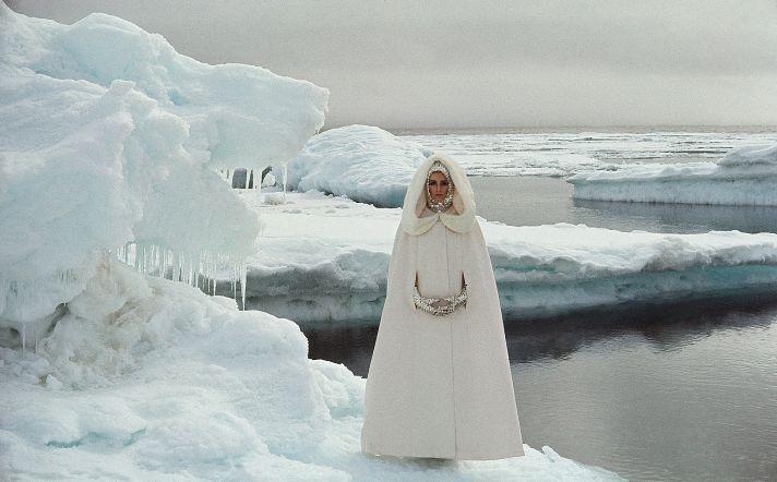 high fashion wedding idea dramatic coat for winter brides