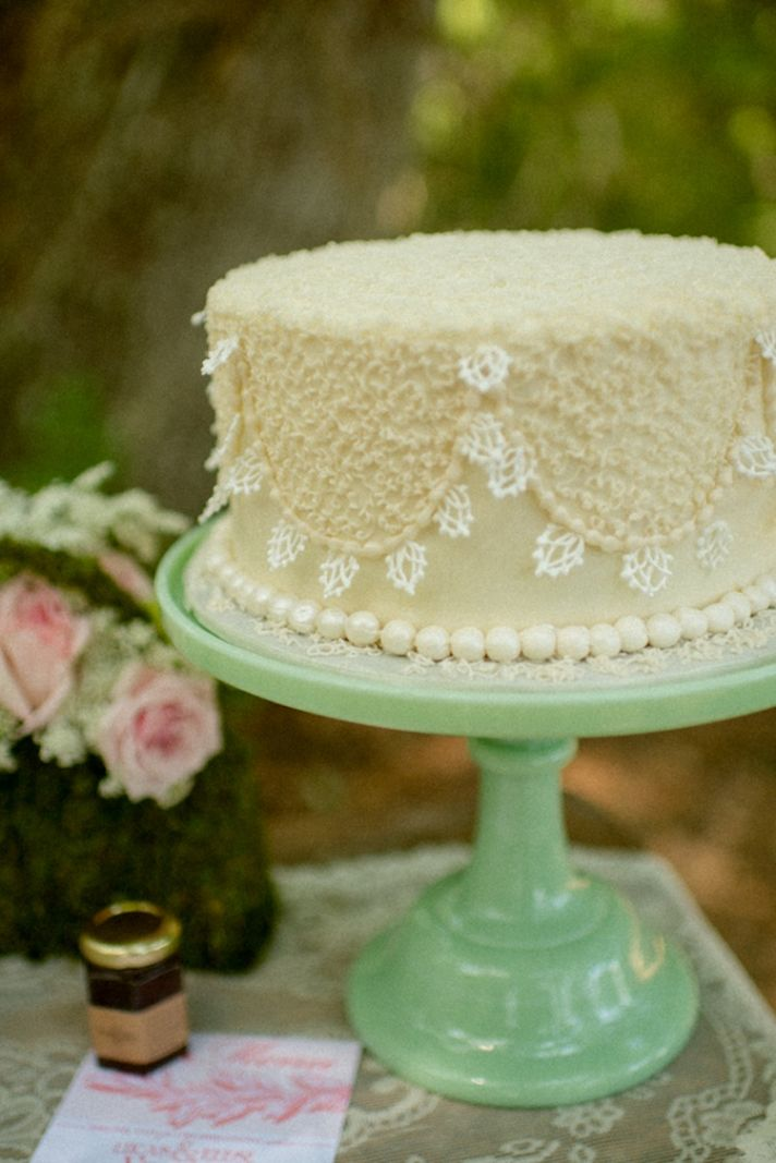 Scalloped lace cake