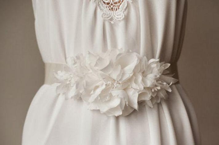 The Weddie sash in white