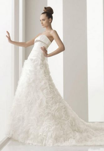 Aire barcelona wedding dress style navas onewed for Barcelona wedding dress designer